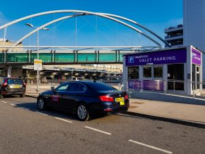 Cheap Airport taxi transfers rates from Woking to Gatwick, Heathrow, Stansted, Luton, London
