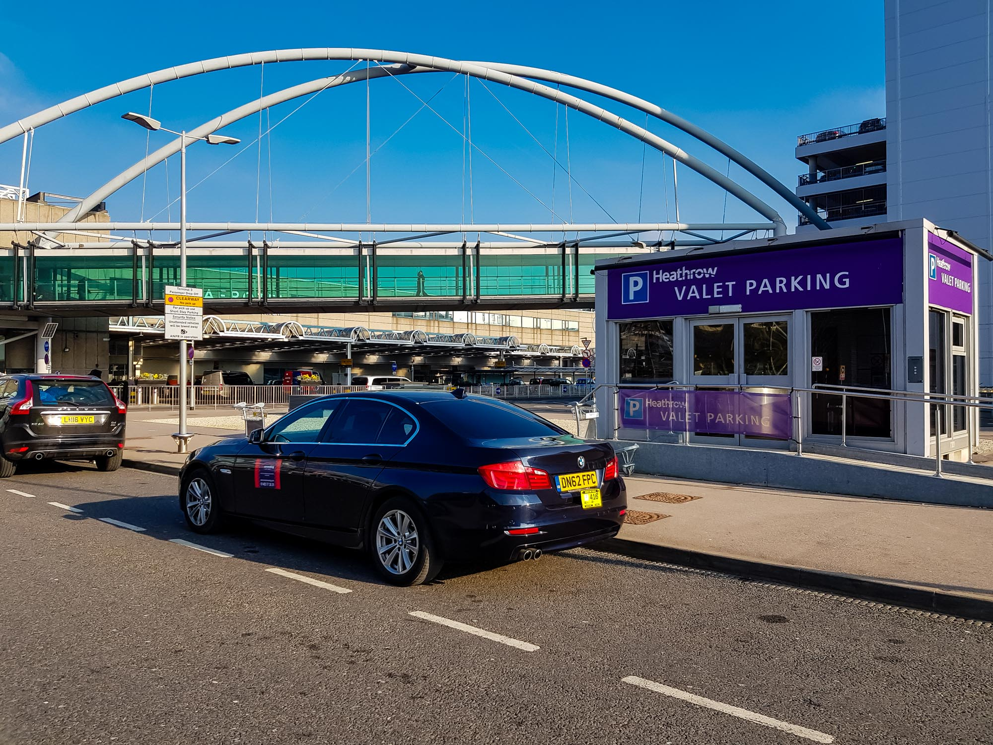 Airport rates from Woking to Gatwick, Heathrow, Stansted, Luton, London
